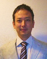 花村会計事務所の代表の顔写真
